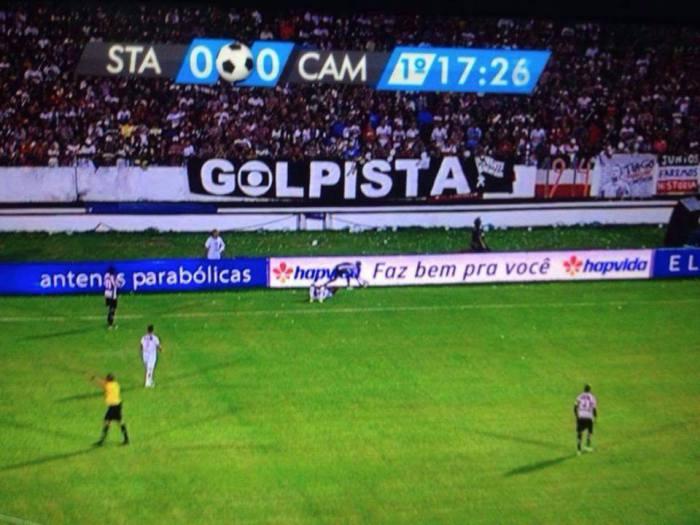 """Faixa erguida durante jogo da """"Copa do Brasil"""". Foto: reprodução."""