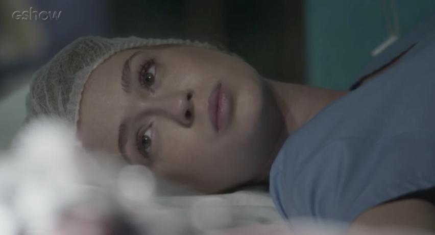 Eliza doa parte de seu fígado para salvar Jonatas (Foto reprodução: Globo)