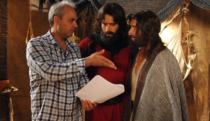 """O diretor Alexandre Avancini e atores de """"Os Dez Mandamentos"""" (Foto: Munir Chatack/Record)"""