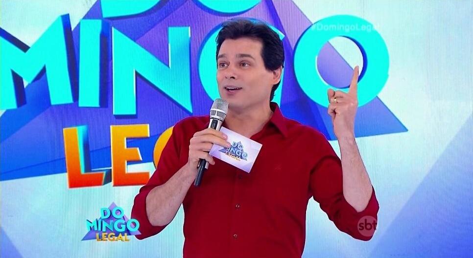 Celso Portiolli no comando do Domingo Legal (Foto: Reprodução/SBT)