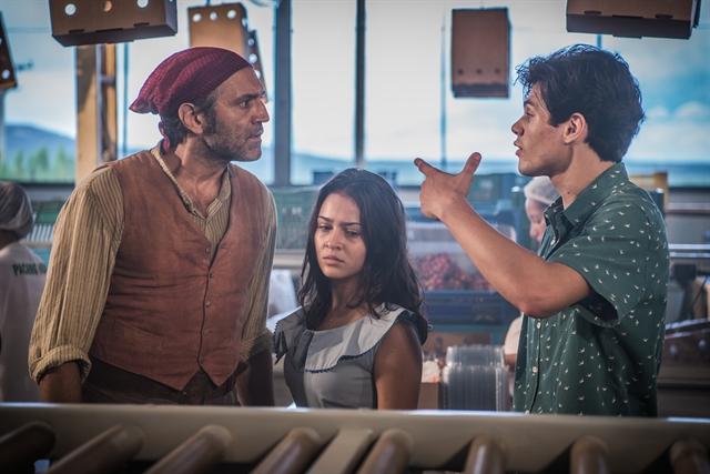 Santo (Domingos Montagner), Olívia (Giullia Buscacio) e Lucas (Lucas Veloso) (Foto: Globo/Caiuá Franco)