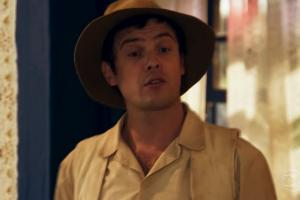 """Candinho (Sergio Guizé) em cena de """"Êta Mundo Bom"""" (Foto: Reprodução/Globo)"""
