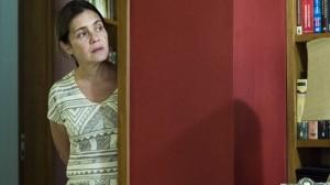 """Fátima (Adriana Esteves) em cena de """"Justiça"""", nova minissérie da Globo (Foto: Globo/Estevam Avellar)"""