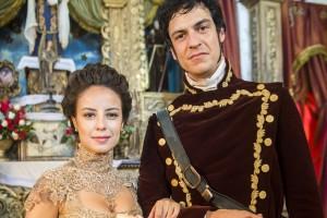 Joaquina (Andreia Horta) e Rubião (Mateus Solano) prontos para o casamento em 'Liberdade, Liberdade' (Foto: Globo/João Miguel Júnior)