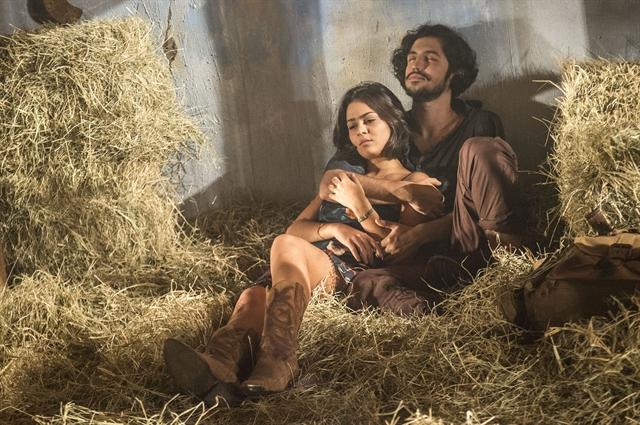Olívia (Giullia Buscacio) e Miguel (Gabriel Leone) (Foto: Globo/Renato Rocha Miranda)