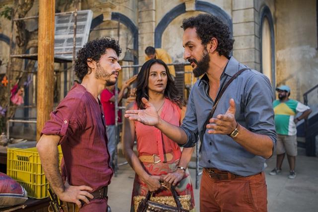 """Martim (Lee Taylor), Bento (Irandhir Santos) e Beatriz (Dira Paes) em cena de """"Velho Chico"""" (Foto: Globo/Caiuá Franco)"""