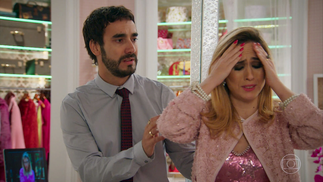 """Leozinho (Gabriel Godoy) e Fedora (Tatá Werneck) em cena de """"Haja Coração"""" (Foto: Reprodução/Globo)"""