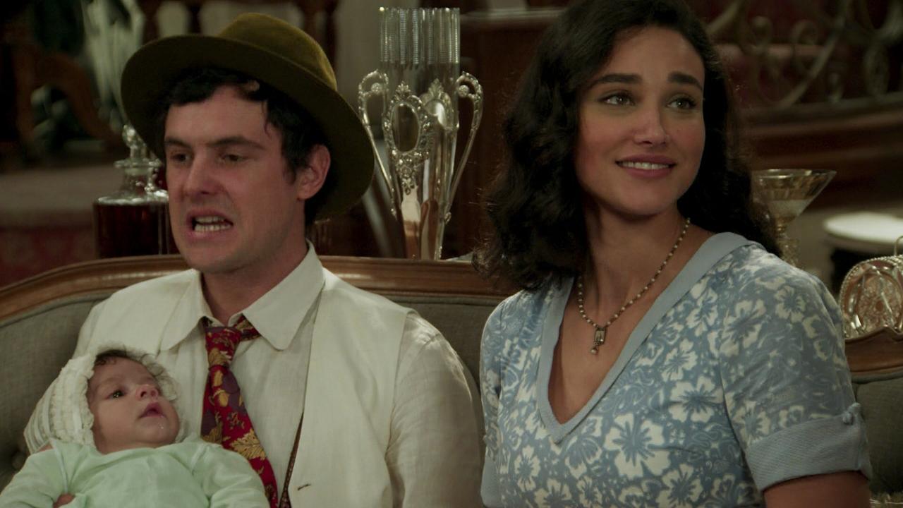 """Candinho (Sergio Guizé) e Filomena (Debora Nascimento) em cena de """"Êta Mundo Bom"""" (Foto: Reprodução/Globo)"""