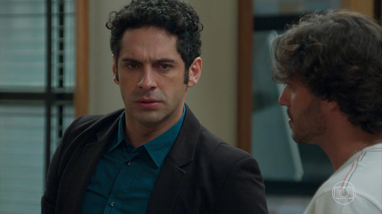 """Beto (João Baldasserini) em cena de """"Haja Coração"""" (Foto: Reprodução/Globo)"""