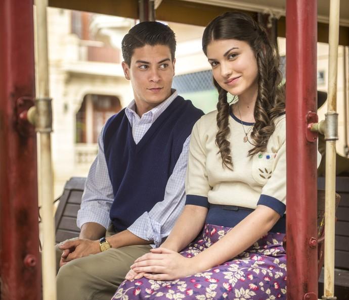Arthur e Giovanna nos bastidores das gravações da novela (Foto: Renato Miranda/TV Globo)