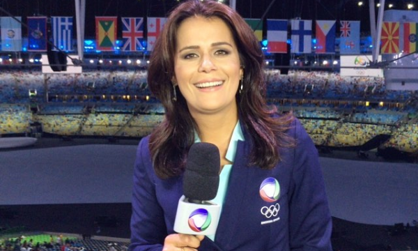 """Adriana Araújo no """"Jornal da Record"""" (Foto: Reprodução/Instagram)"""