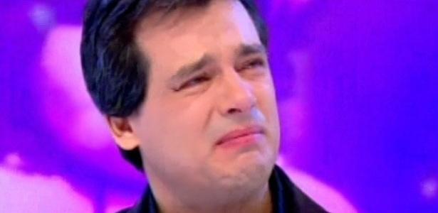 Celso chorando no Sabadão. Foto - reprodução/SBT.