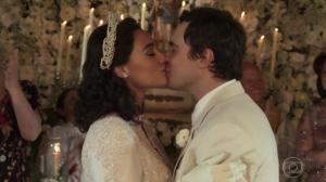 """Candinho (Sério Guizé) casou com Filó (Débora Nascimento) no último capítulo de """"Êta Mundo Bom!"""" (Foto: Reprodução/Globo)"""