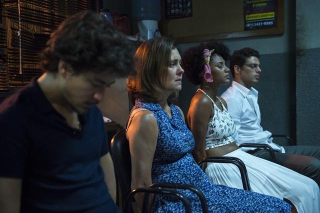 """Vicente Jesuíta Barbosa), Fátima (Adriana Esteves), Rose (Jéssica Ellen) e Maurício (Cauã Reymond) em """"Justiça"""" (Foto: Globo/Estevam Avellar)"""