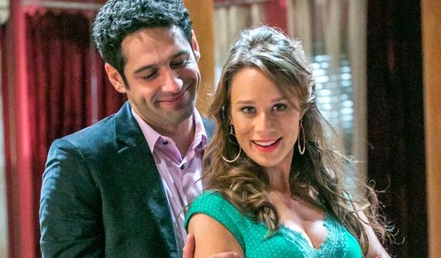 """Beto (João Baldasserini) e Tancinha (Mariana Ximenes) em """"Haja Coração"""" (Foto: Globo/Paulo Belote)"""