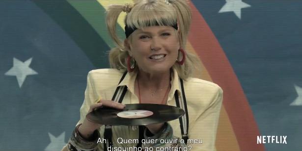 Xuxa surpreende e faz piada sobre