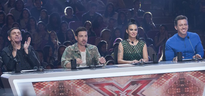 Paulo Miklos, Di Ferrero, Alinne Rosa e Rick Bonadio são os jurados do reality musical Original: http://noticiasdatv.uol.com.br/noticia/televisao/sem-experiencia-fernanda-paes-leme-sofre-para-apresentar-x-factor-12287#ixzz4HaVFpFlc Follow us: @danielkastro on Twitter | noticiasdatvoficial on Facebook