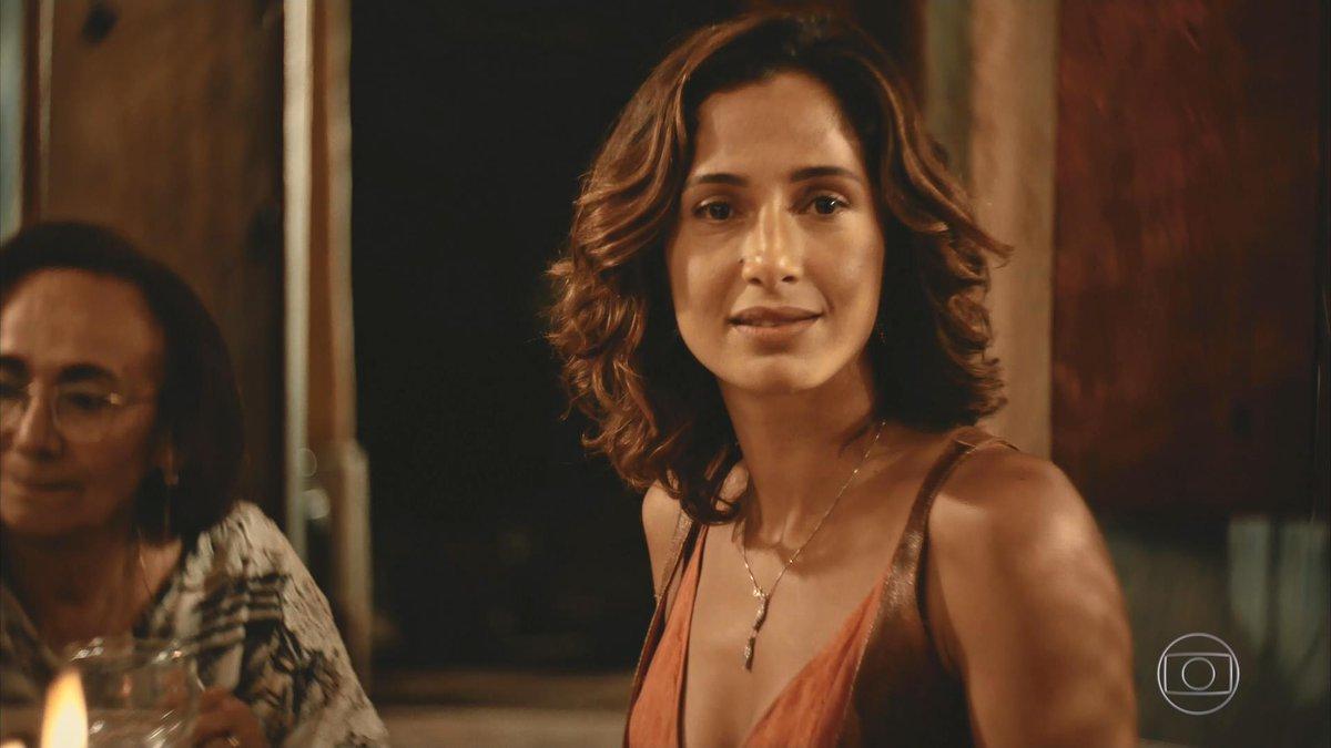 Tereza (Camila Pitanga) aos olhos de Santo (Foto: Reprodução/Globo)