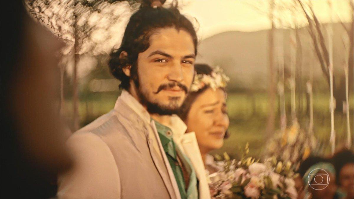 Miguel (Gabriel Leone) e Olívia (Giulia Buscácio) aos olhos de Santo (Foto: Reprodução/Globo)
