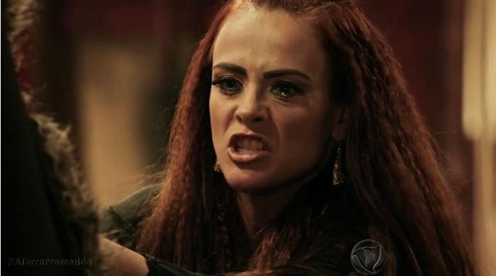 """Juliana Silveira (Kalesi) em cena de """"A Terra Prometida"""" (Foto: Reprodução/Record)"""