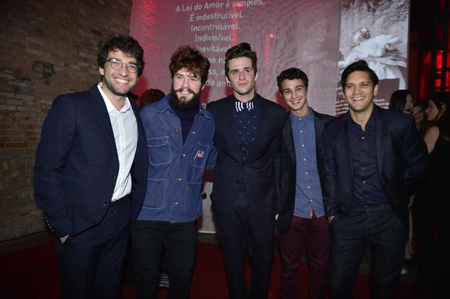 Mauricio Destri, Humberto Carrão, Gil Coelho e Armando Babaioff (Foto: Globo/João Miguel Junior)