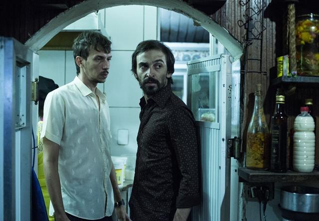 """Oswaldo (Pedro Wagner Cabral) e Firmino (Julio Andrade) em cena de """"Justiça"""" (Foto: Globo/Divulgação)"""