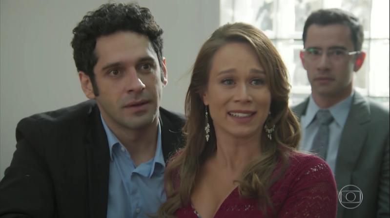 """Beto (João Baldasserini) e Tancinha (Mariana Ximenes) em cena de """"Haja Coração"""" (Foto: Reprodução/Globo)"""