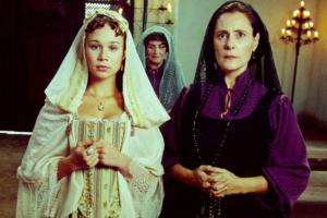 "Mariana Ximenes, Ida Gomes e Elizabeth Savala em ""A Padroeira"" (Foto: Cristiana Isidoro/Globo)"