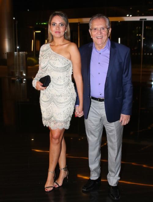 Carlos Alberto de Nóbrega e Renata, sua nova namorada (Foto: Thiago Duran/AgNews)