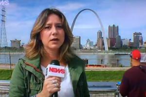 Repórter da GloboNews xingou ao vivo durante telejornal (Foto: Reprodução/GloboNews)