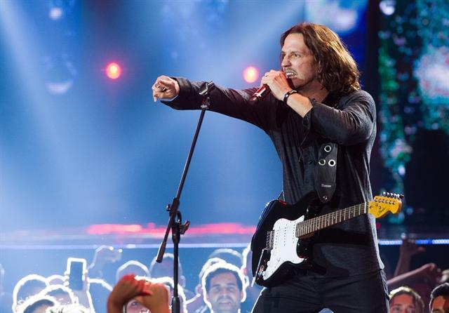 Gui Santiago (Vladimir Brichta) em gravação de prêmio de música em 'Rock Story' (Foto: Globo/João Cotta)