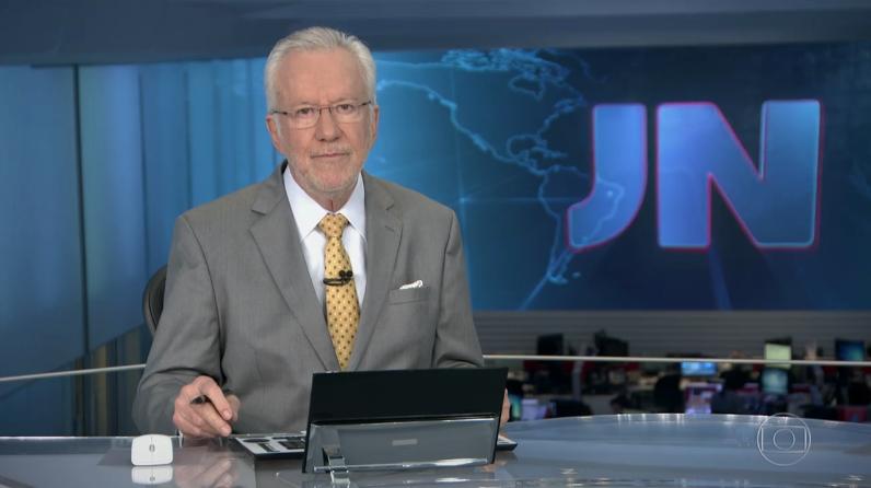 """Alexandre Garcia no comando do """"Jornal Nacional"""" (Foto: Reprodução/Globo)"""