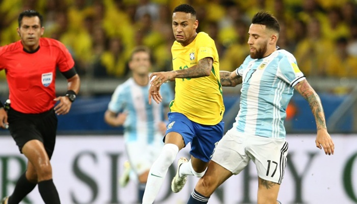 Neymar e Messi na partida Brasil x Argentina (Foto: Lucas Figueiredo/CBF)