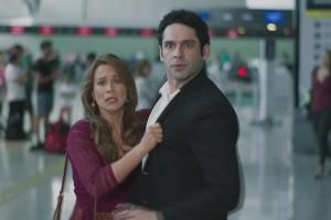 """Tancinha (Mariana Ximenes) e Beto (João Baldasserini) em cena de """"Haja Coração"""" (Foto: Reprodução/Globo)"""