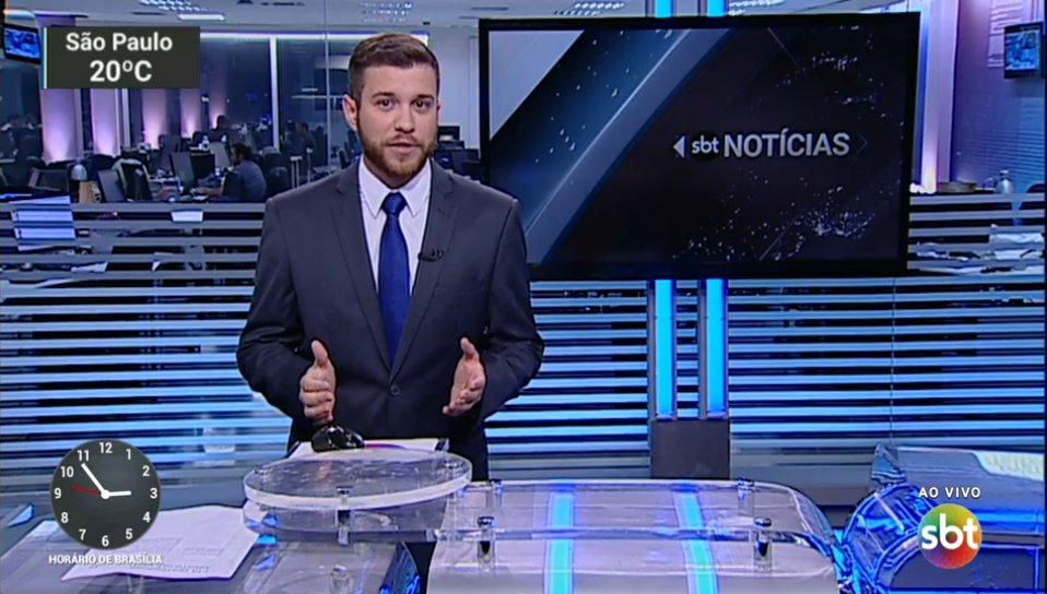 """Cassius Zeilmann no comando do """"SBT Notícias"""" (Foto: Reprodução/SBT)"""