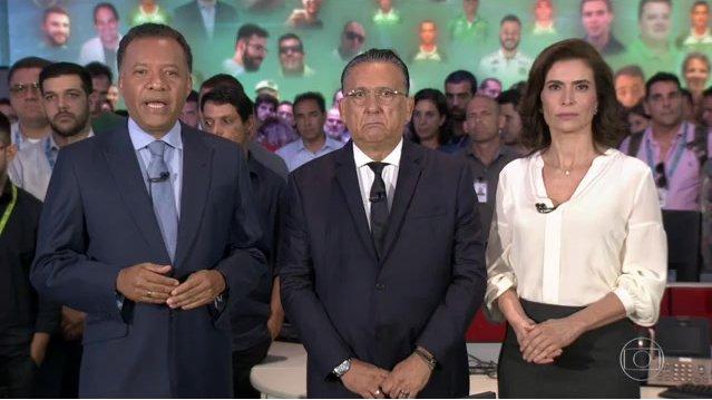 """Heraldo Pereira, Galvão Bueno e Giuliana Morrone na redação do """"JN"""" (Foto: Reprodução/Globo)"""