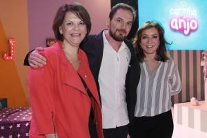 """Leonor Corrêa, Ricardo Mantoanelli e Íris Abravanel na coletiva de """"Carinha de Anjo"""" (Foto: Lourival Ribeiro/SBT)"""