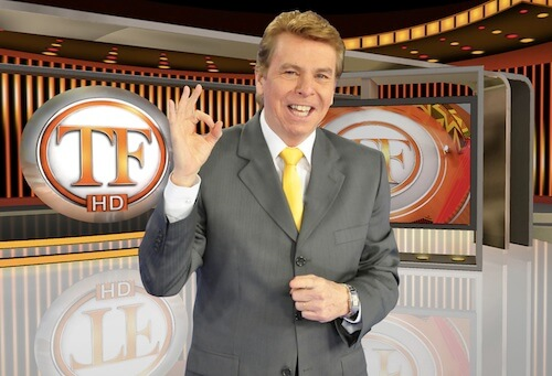 """Apresentador do TV Fama, da RedeTV!, Nelson Rubens quebras regras, é humilhado em praça pública e dispara: """"Na França pode"""""""