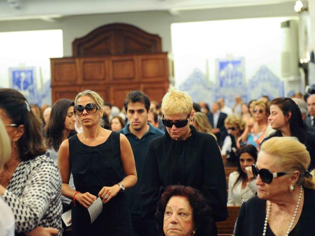 Xuxa e Galisteu em missa (Foto: Divulgação)
