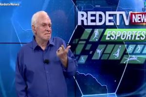 """Silvio Luiz chora durante o """"RedeTV News"""" (Foto: Reprodução/RedeTV!)"""