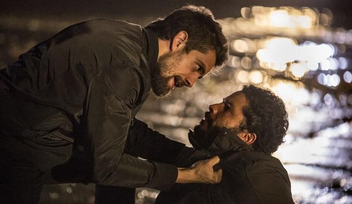 """Cesar (Rafael Cardoso) e Wagner (Felipe Mago) em cena de """"Sol Nascente"""" (Foto: Felipe Monteiro/Globo)"""