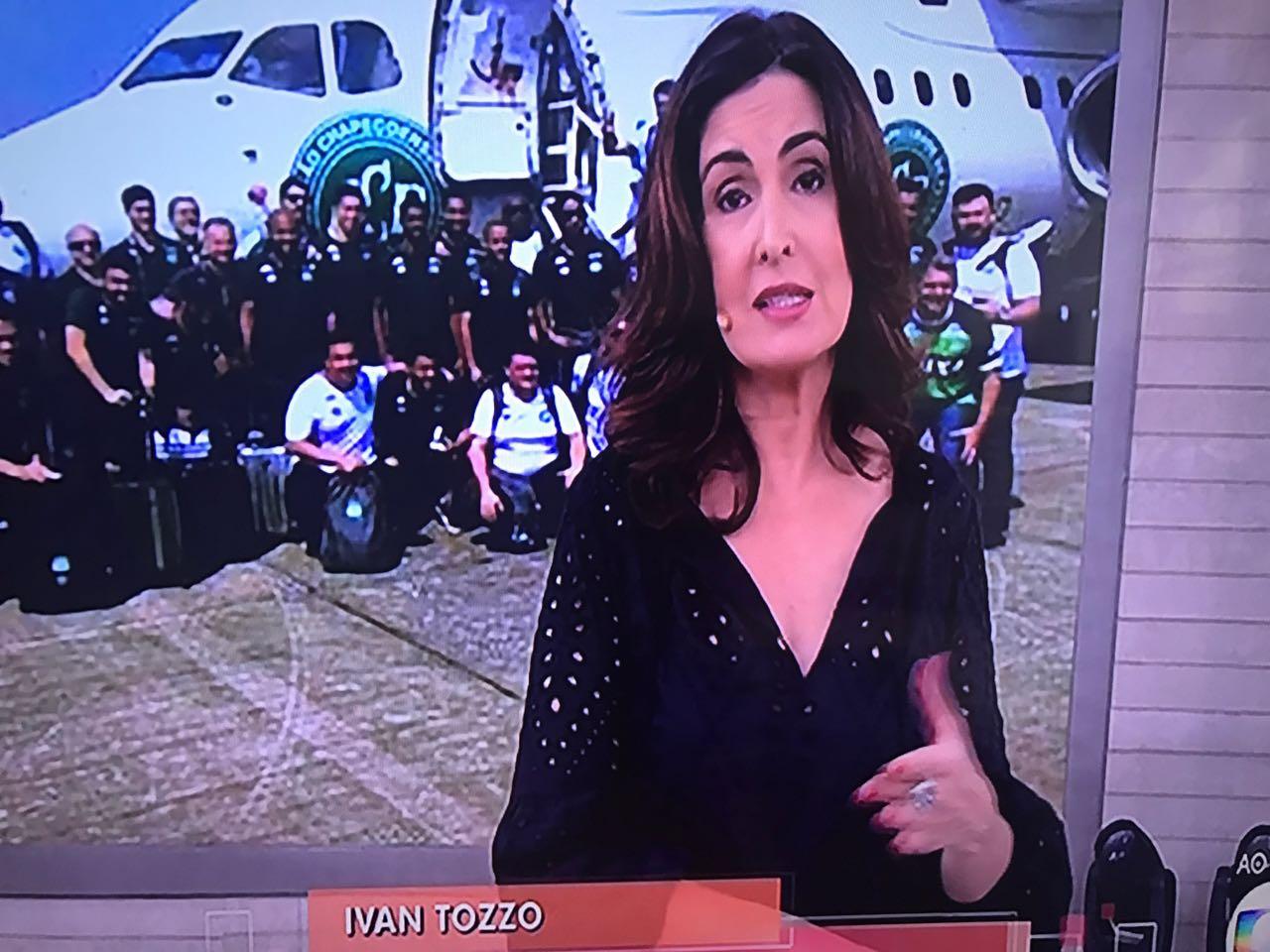 Fátima Bernardes durante cobertura da queda do avião (Foto reprodução)