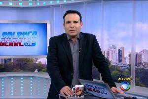 """Reinaldo Gottino no comando do """"Balanço Geral SP"""" (Foto: Reprodução/Record)"""