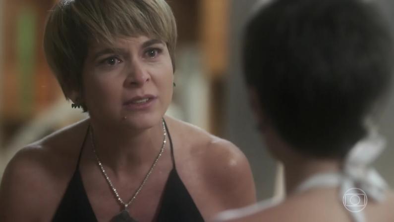 """Helô (Cláudia Abreu) e Letícia (Isabela Santoni) em cena de """"A Lei do Amor"""" (Foto: Reprodução/Globo)"""