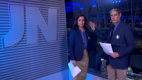 """Renata Vasconcellos e William Bonner em gafe no """"Jornal Nacional"""" (Foto: Reprodução/Globo)"""