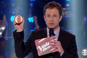 """Tiago Leifert no comando do """"The Voice Brasil"""" (Foto: Reprodução/Globo)"""