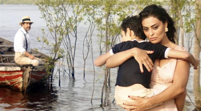 Zana (Juliana Paes) e Halim (Antonio Calloni) em cena de 'Dois Irmãos' (Foto: Globo/Divulgação)