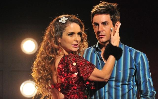 """Chayene (Cláudia Abreu) e Fabian (Ricardo Tozzi) em cena de """"Cheias de Charme"""" (Foto: Globo/João Miguel Júnior)"""
