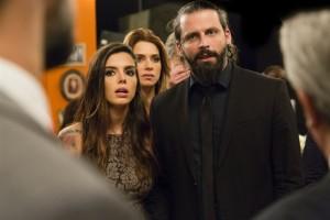 Ralf (Henri Castelli) e Milena (Giovanna Lancellotti) em cena de 'Sol Nascente' (Foto: Globo/Tata Barreto)