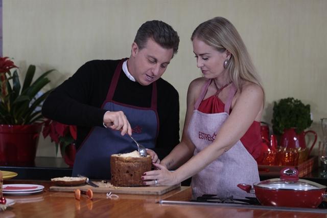 """Luciano Huck e Angélica cozinham juntos no """"Estrelas"""" (Foto: Globo/Fábio Rocha)"""